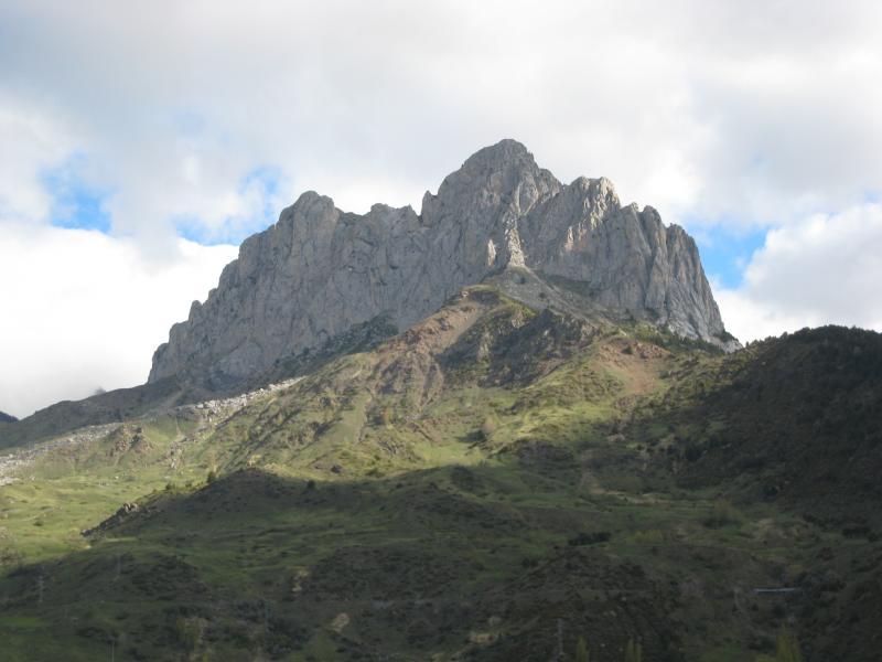 La Punta Pazino se localiza en el Valle de Tena (1.965 M.)
