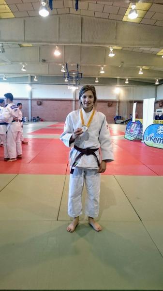 Lara Pavalachi se alzó con la medalla de plata en su categoría