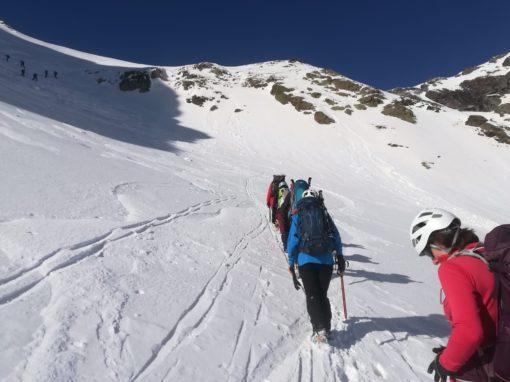 Realizada la ascensión invernal al Pico Barrosa. Sábado, 13 de Marzo de 2021